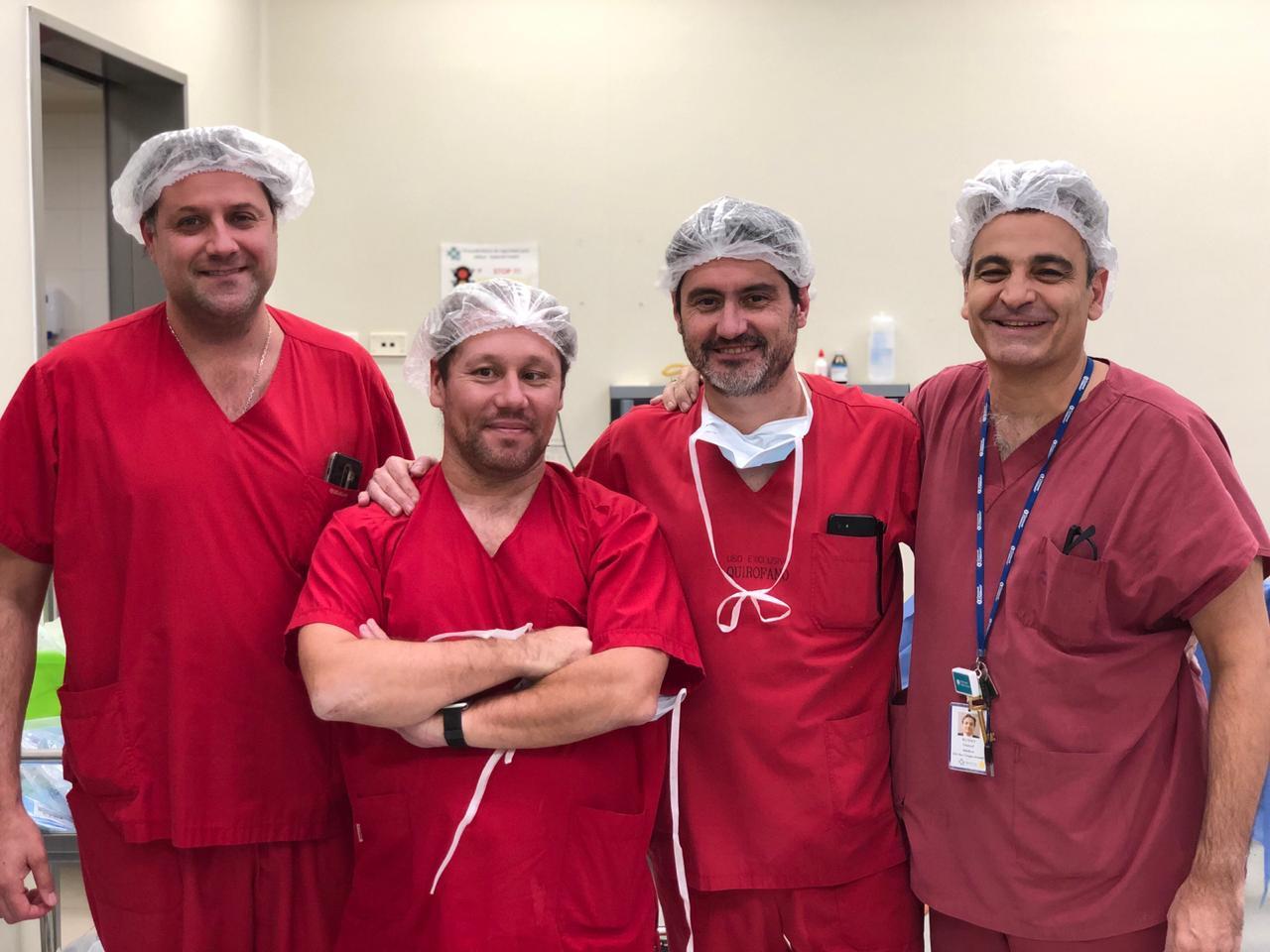 El equipo médico que hizo la primera fetoscopía de espina bífida en el país: (de izquierda a derecha) Fernando Palma, Adolfo Etchegaray, José Luis Peiró (Hospital de Niños de Cincinnati, EE.UU.) y Daniel Russo